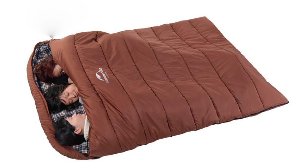 cách mang túi ngủ du lịch