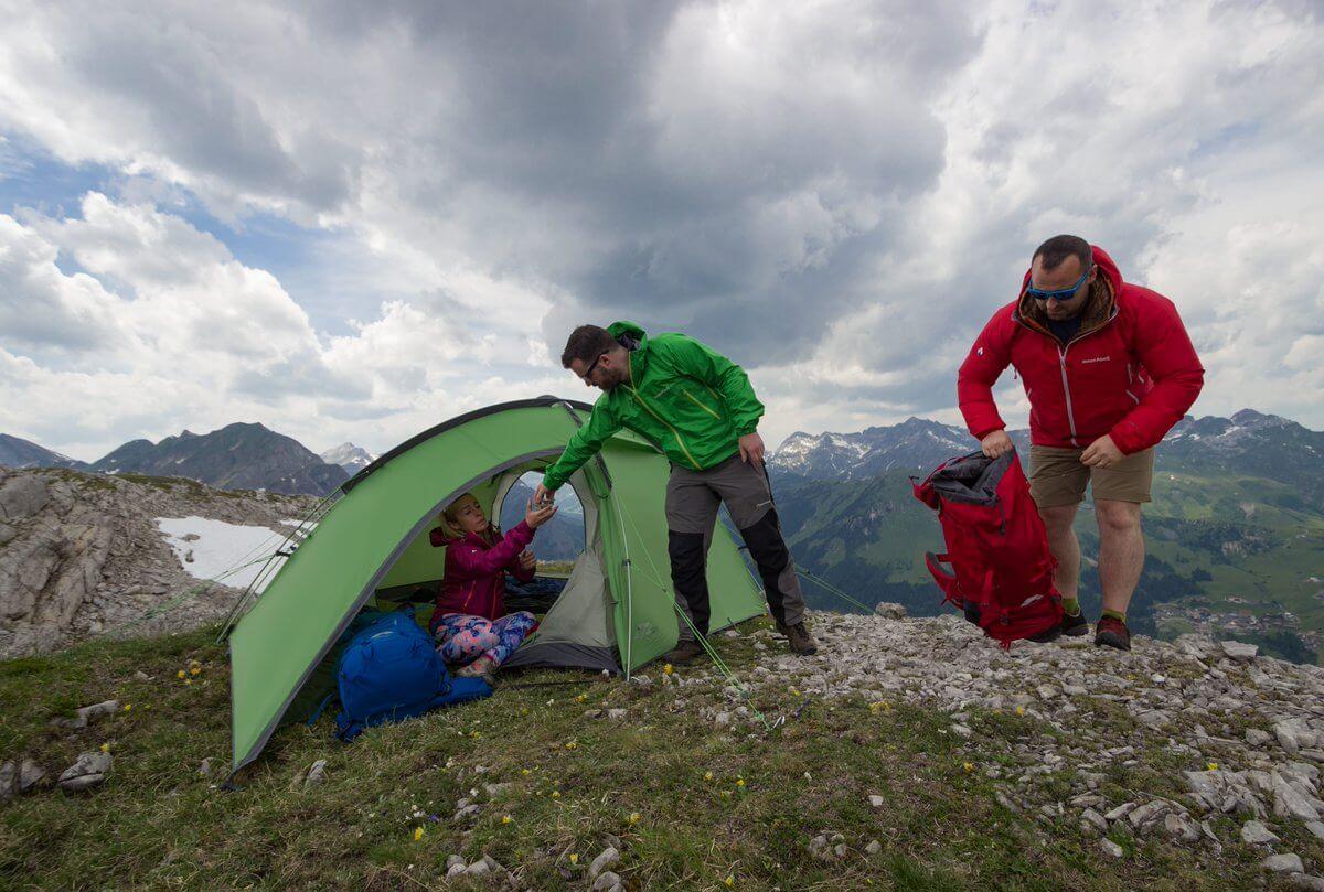 lều cắm trại chống mưa