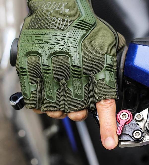 Găng tay đi phượt cụt ngón gù nhựa Mechanix